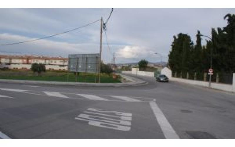 El vial de acceso a La Quinta, La Masía y El Arenal ya es más seguro