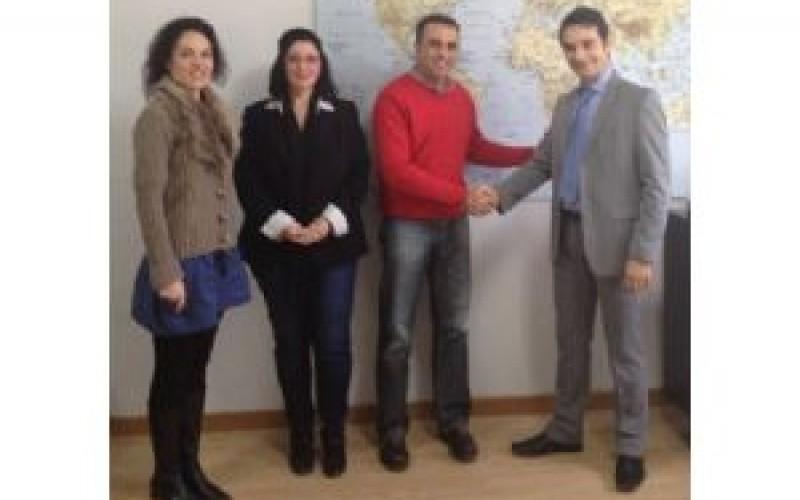 Firmado un convenio con EastWest, empresa de reciclaje textil, para fomentar el respeto al medio ambiente