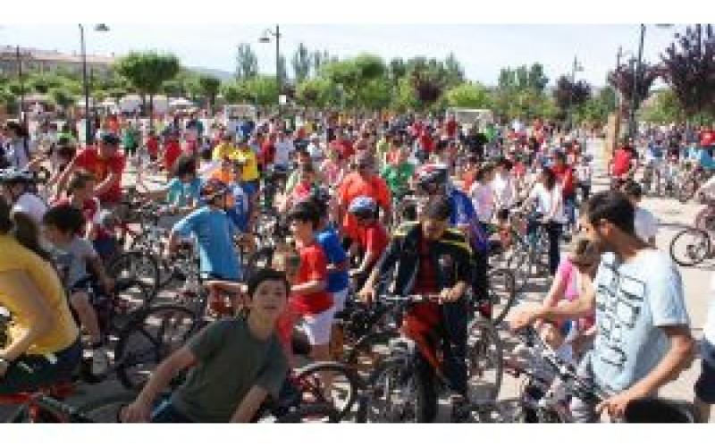 Cerca de 600 personas participan en el Día de la Bicicleta