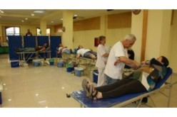 Un centenar de alhendinenses participa en una colecta masiva de sangre