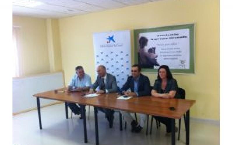 La Obra Social La Caixa otorga 10.000 euros a la Asociación Asperges de Granada, con sede en Alhendín