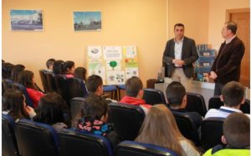 Alumnos de educación secundaria conocen la planta de reciclaje de Alhendín