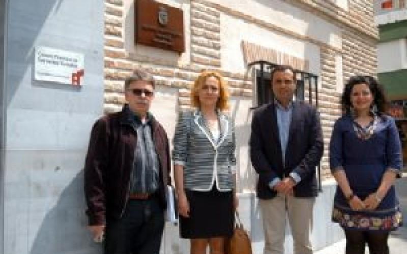 La diputada de Familia y Bienestar Social visita el centro municipal de Servicios Sociales