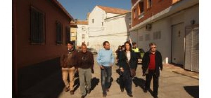 La visita de García Chamorro da luz verde al inicio de las obras de mejora de cinco calles de Alhendín
