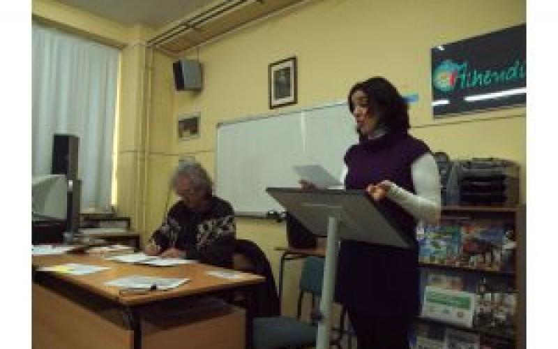 Miguel Ángel Arcas lee poesía en el Instituto Alhendín en una jornada del Circuito Literario Andaluz 2012