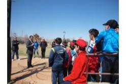 Alumnos de 6º de primaria plantan 100 plantones de  encina en Alhendín con motivo del Día del Árbol