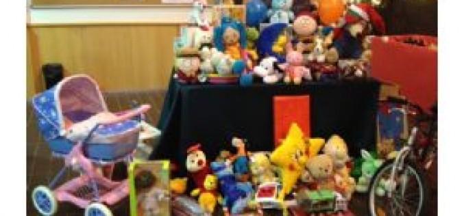 Recogidos 490 juguetes y 230 kilos de alimentos en el partido solidario de fútbol sala