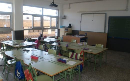 La delegada de Educación visita el colegio de Alhendín y se compromete a crear un centro educativo nuevo