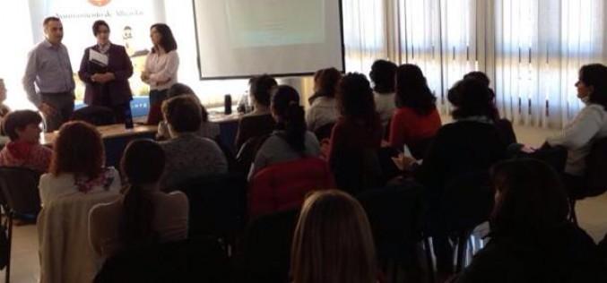 Un taller enseña a las familias a prevenir la drogodependencia