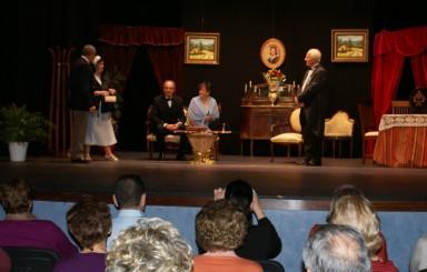 Teatro benéfico con Mutrayil y Acquaviva