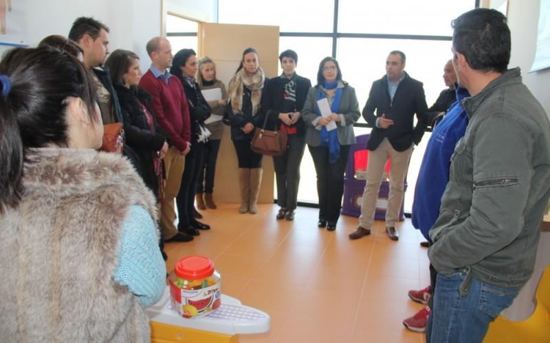 El Ayuntamiento y la empresa que gestionará la Escuela Infantil Municipal se reúnen con los padres de los alumnos