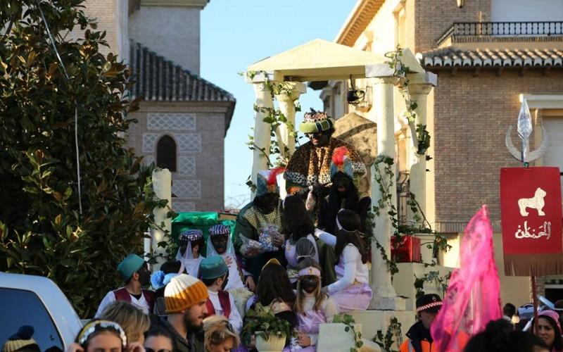 Los Reyes Magos inundan de magia las calles de Alhendín