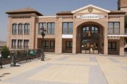 El Ayuntamiento concede la Medalla de Oro del municipio a la Guardia Civil