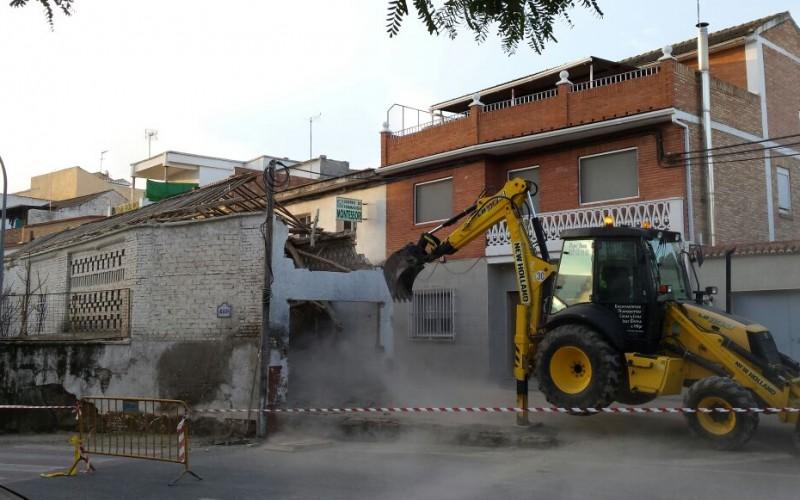 La demolición de un antiguo secadero favorece el ensanche de Vereda de la Acequia