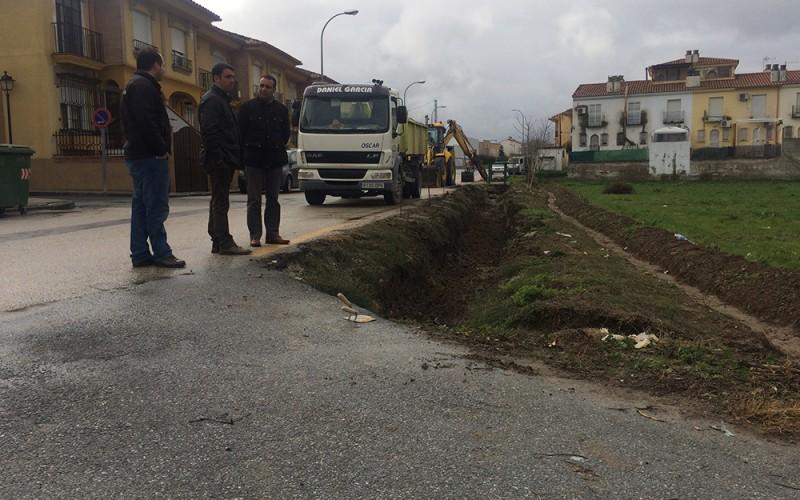 Comienzan las obras de renovación de la acequia que discurre por Camino Viejo de Granada
