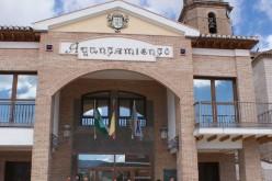 El Ayuntamiento guarda un minuto de silencio en memoria de las víctimas del accidente aéreo ocurrido en los Alpes