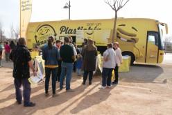 El autobús Plastichín visita Alhendín para concienciar a pequeños y mayores