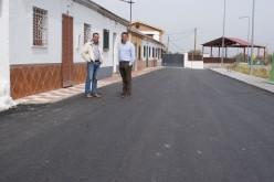 El alcalde visita las obras que acomete la Diputación en Camino de Gabia