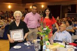 La Cena del Abuelo congrega en el Teatro a cerca de 300 mayores del municipio