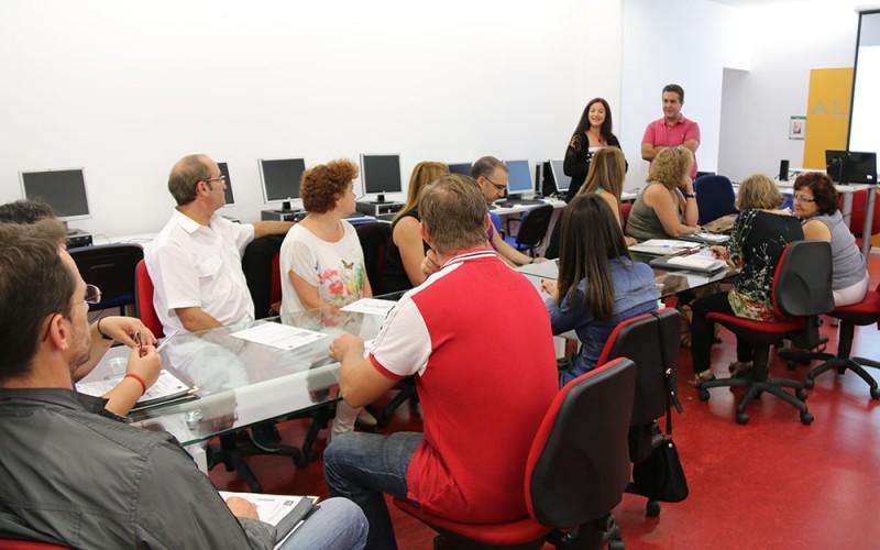 Alhendín acoge un curso para que los comerciantes mejoren el funcionamiento de sus negocios