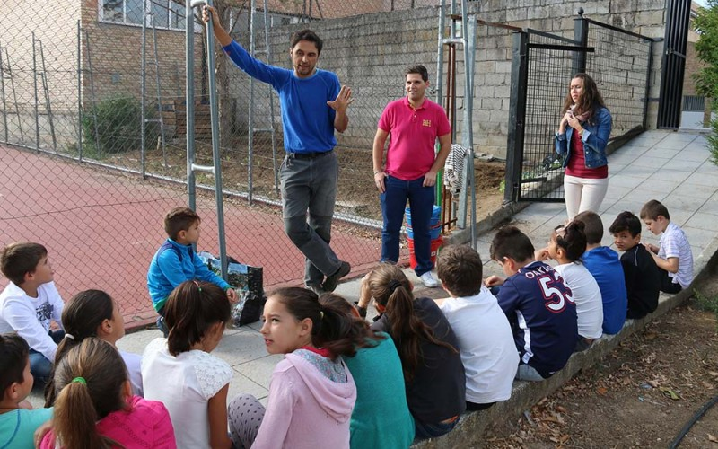 Ochenta alumnos de 4º de Primaria comienzan su actividad en el Huerto Escolar