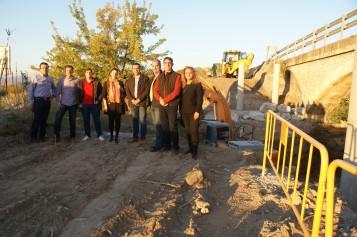 La pasarela de acceso peatonal y ciclista sobre el río Dílar estará terminada a final de año