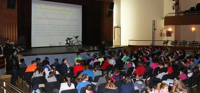 Ayuntamiento, Colegio y Policía Local comienzan a implantar el proyecto 'Con bici al cole'