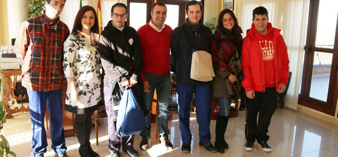 Un nuevo convenio con Homo Sapiens permite a cuatro jóvenes con discapacidad intelectual realizar prácticas en el Ayuntamiento