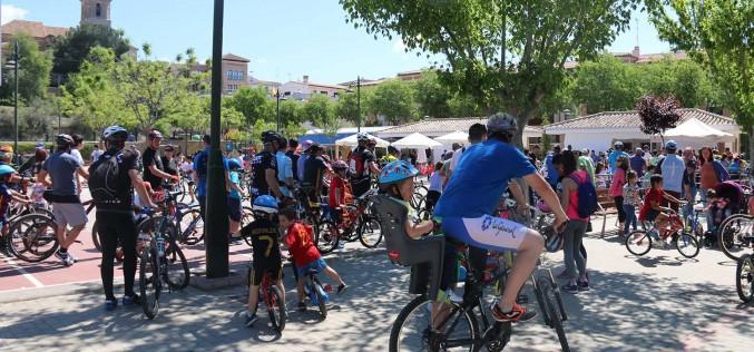 El Día de la Bicicleta congrega a más de 400 personas