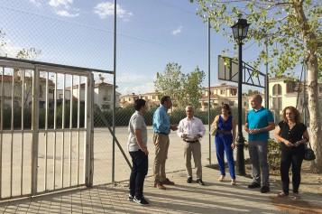 El Ayuntamiento destina 17.000 euros a la renovación integral de la pista polideportiva de Los Llanos