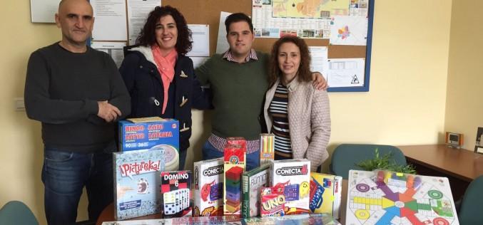 El Ayuntamiento dota al IES Alhendín de una serie de juegos de mesa para iniciar una Liga de competición anual