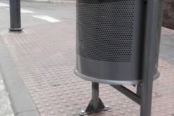 Alhendín añade nuevas papeleras a sus calles