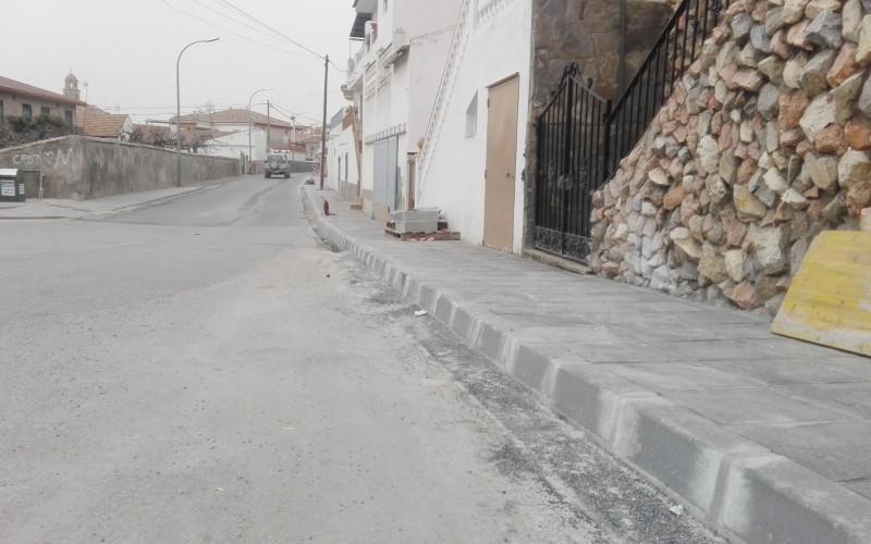 El Ayuntamiento de Alhendín mejora la seguridad de los viandantes con la pavimentación de nuevos acerados