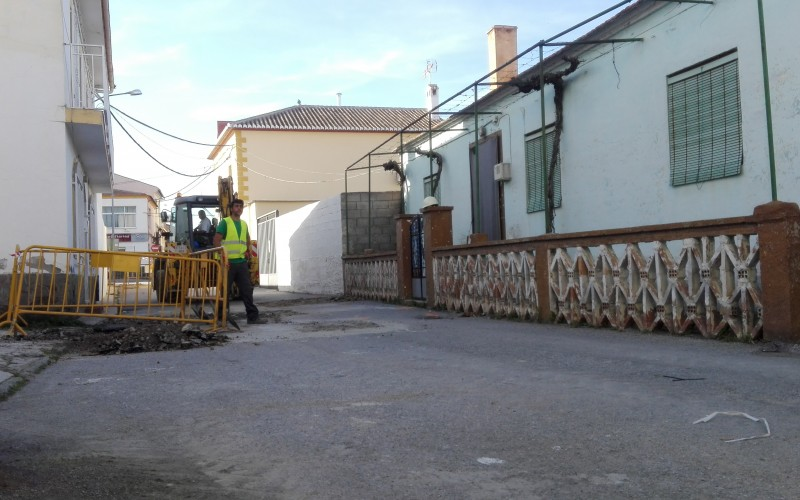 Alhendín comienza los trabajos de renovación en Vereda de la Acequia