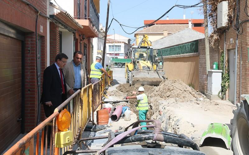 El subdelegado visita la última fase de remodelación de la Vereda de la Acequia