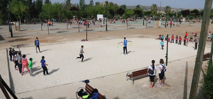 Un millar de personas celebra el Día de San Marcos con juegos populares y el tradicional macarrón