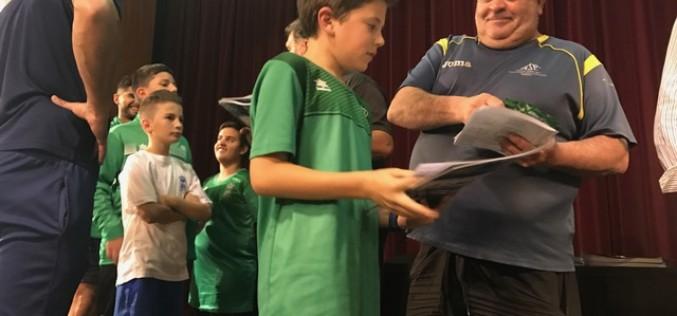 El Club de Fútbol Alhendín presenta una colección de cromos de sus 11 equipos