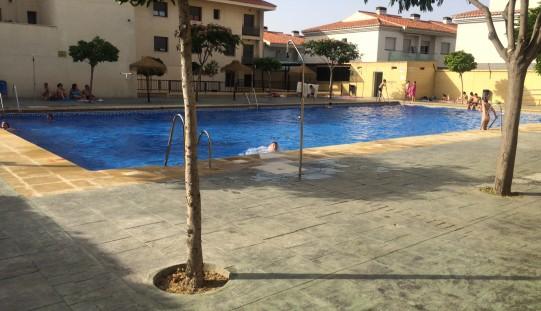 El Ayuntamiento premia a los buenos estudiantes con un bono de acceso a la piscina de verano