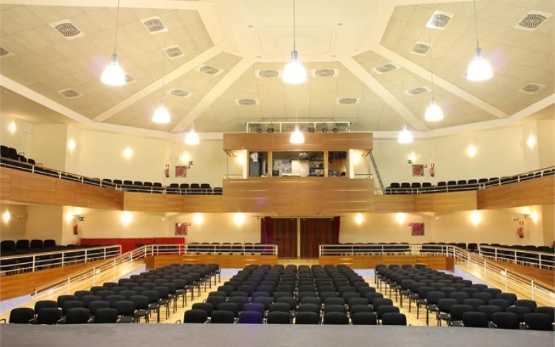 Cultura otorga un bono descuento de acceso al teatro a familias numerosas