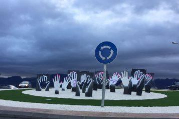 El Ayuntamiento condena los actos vandálicos contra la glorieta a Miguel Ángel Blanco con pintadas sobre el 8M