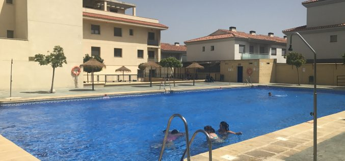 Un verano de piscina gratis para los estudiantes que salen 'limpios' en junio